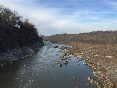 File:2015-12-08 13 42 27 View northwest up the Potomac