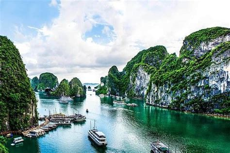 Halong Bay 1-day Cruise with Kayaking from Hanoi provided