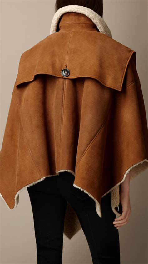 Burberry Shearling Poncho Cape in Camel (Brown) - Lyst